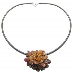 Collana / spilla ambra a forma di fiore-