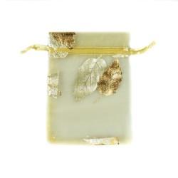 金纱袋装饰树的叶子