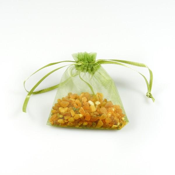 Sachet d'ambre naturel brut dans son sachet d'organza vert