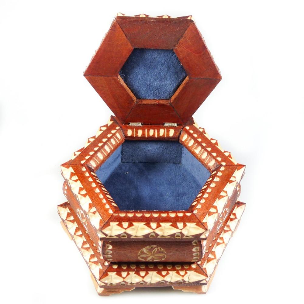 Boite bijoux artisanal en bois sculpt bijoux d 39 ambre - Fabrication de boite a bijoux ...
