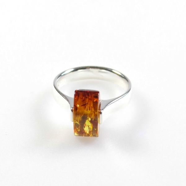 Bague en ambre miel et argent, pierre rectangulaire